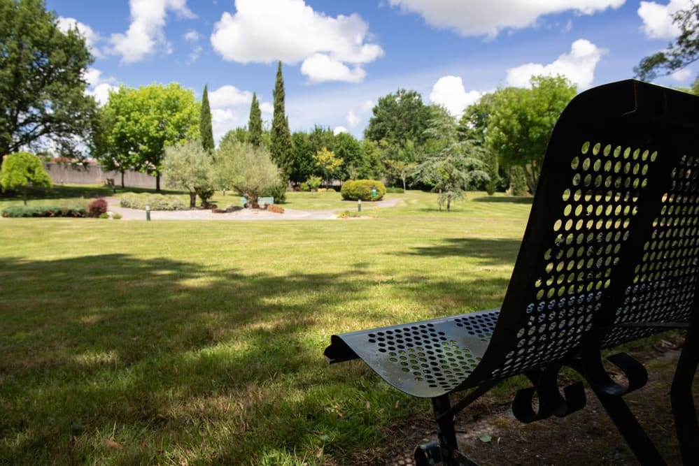 Parc arboré - Pompes funèbres Andriot - Aubigny-Les Clouzeaux, Vendée