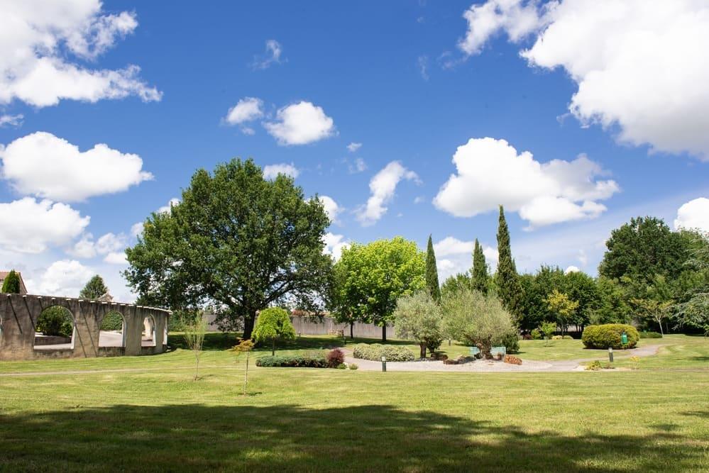 Parc arboré - Pompes funèbres Andriot - Aubigny-Les Clouzeaux - Vendée